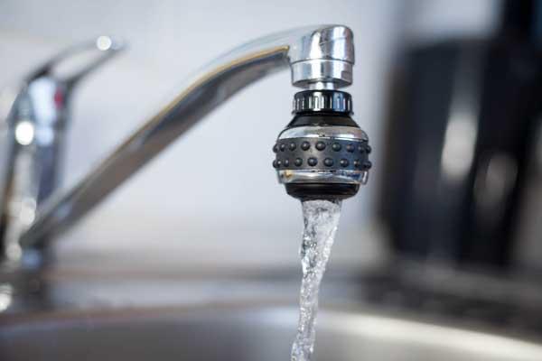 Comment nettoyer le brise jet d'un robinet