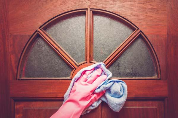 Comment nettoyer des menuiseries