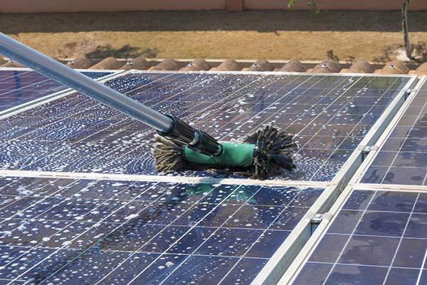 Comment nettoyer des panneaux solaires
