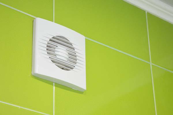 Comment nettoyer les sorties de ventilation de la salle de bain et des WC
